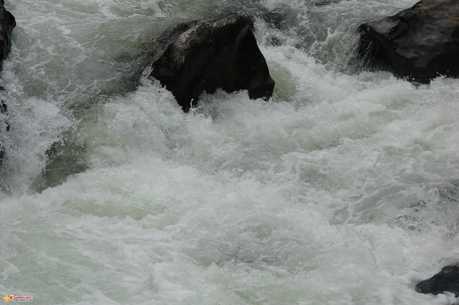 02. | Поездка в п.Амгу 23-27.08.2011 года. Пороги р.Кема.