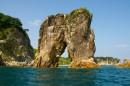 Каменная арка - визитная карточка морского заповедника.