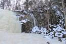 Водопад горбатый Он находится на ключе Левый Горбатов, притоке реки Стеклянухи.