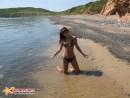 Километровый пляж и мы с женой на нем одни.