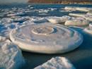 Ледяной круг. Обмерзшие кекуры в бухте Горностай.