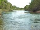 Стремительное течение реки завораживает.