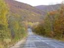 Осенняя дорога среди сопок.