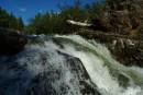 Река Кема порог Труба водопад. Видно только с другого берега.