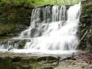 водопад неподалеку