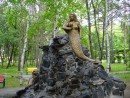 Русалка на камнях сидит