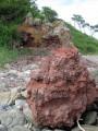 Куски вулканической лавы напоминают о бурном прошлом.