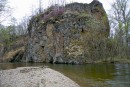 Скала возле брода через приток Максимовки.