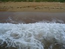 Волна на берег набегает