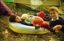 брезентовые палатки... резиновые круги)))