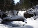 """Водопад """"Медвежий"""" во власти снега."""