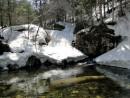 Апрель 2010. Водопад еще под снегом