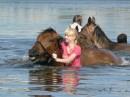 Купание рыжих коней....