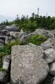 Иероглифы, вырезанные на камнях. Чуть ниже вершины Пидана.
