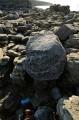 Огромные камни, похожие на вулканические бомбы. Перешеек между мысом и полуостровом.