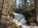 10.Водопад в ущелье. У дороги на перевал Лазовский.