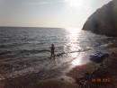 Как красиво солнце озаряет море, аж в глазах сверкает...