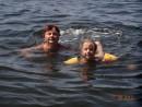 Маленькая доченька учит большую мамочку плавать...)))