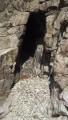 Здесь тоже возле баньки есть небольшая пещера. Или банька возле пещеры.