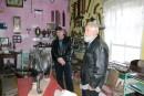 Александр Мешков (слева) и Дмитрий Иванович Вышкварцев в своем музее. К сожалению, у музея нет помещения, и поэтому он больше напоминает временный склад экспонатов. Но рассказчики такие, что закачаешься!