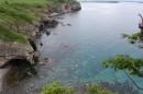 Вид с высоты: очень прозрачная вода. Вид настолько похож на аналогичный на Брюса в районе погранзаставы Славянка морская, что перепутать можно по незнанию.