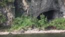 Конечная точка путешествия - Посьетский грот. Путешествие длилось час. За час побывали: на полуострове Краббе, на косе Назимова и на мысе Тироль в Посьете, потом вернулись в бухту Новгородскую!