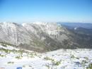 Заснеженные горы. Хребты покрытые снегом ведут на г.Облачная. На заднем плане г.Снежная 1682 м.