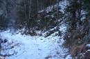 02.Чертов мост. Дорога после подъема по серпантину вверх проходит по северному склону хребта через «Чертов Мост».