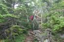 04.Верх по тропе. Идем по хребту вверх до каменных россыпей. На хребте нужно преодолеть пять крутых «взлобков». Тропа прочищена и «промаркированна».