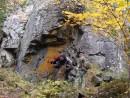 02.Под скалой на тропе. Начали подъем с поляны вдоль ключа Ольховый.