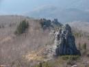 16.Скальные выходы. По хребту идущему вдоль Лукьянова Лога видны огромные скальные останцы.