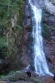 22.У водопада.